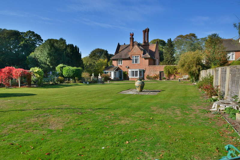 5 Bedrooms Detached House for sale in High Street, Dunwich