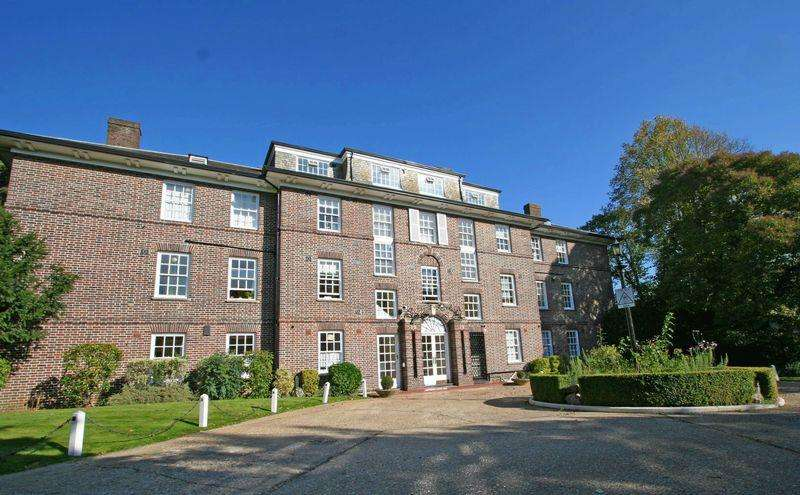 2 Bedrooms Apartment Flat for sale in Park Lawn, Farnham Royal