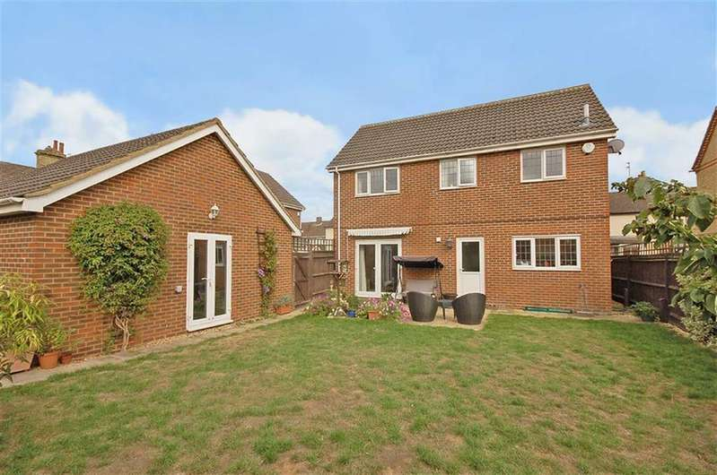 3 Bedrooms Detached House for sale in Hitchin Road, Arlesey, Bedfordshire