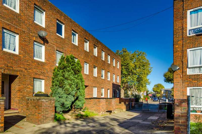 4 Bedrooms House for sale in Kemps Drive, Canary Wharf, E14