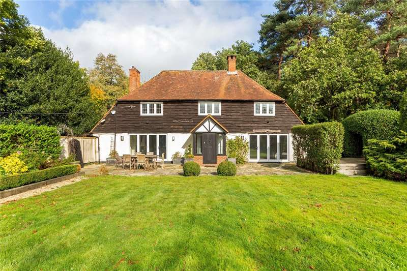 4 Bedrooms Detached House for sale in Ford Road, Chobham, Surrey, GU24