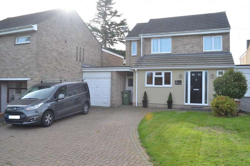 5 Bedrooms Link Detached House for sale in Lower Cloister, Billericay, Essex, CM11