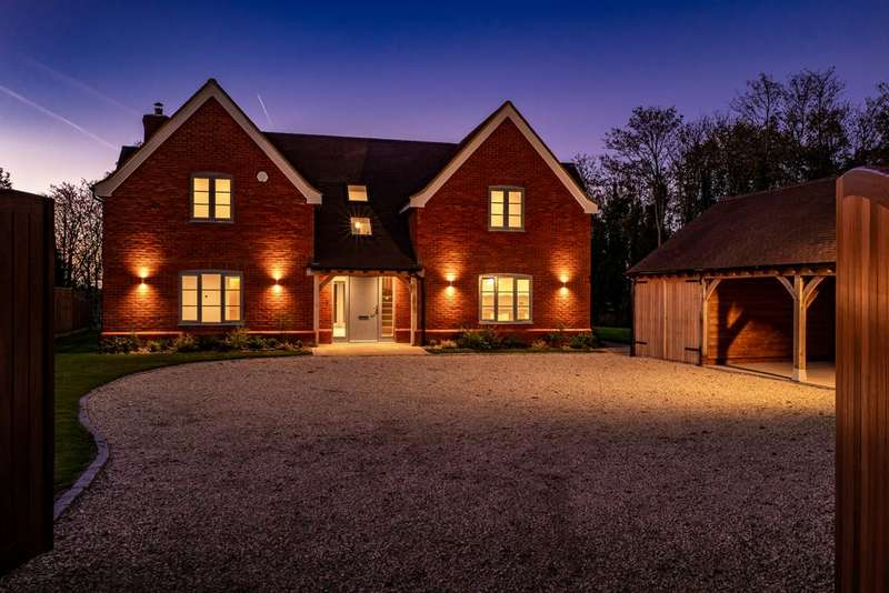 4 Bedrooms Detached House for sale in Braemar House, Lewknor, OX49