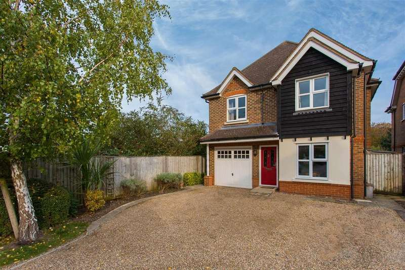 4 Bedrooms Detached House for sale in Wooburn Mead, Wooburn Green