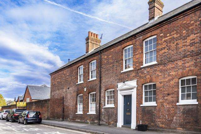 3 Bedrooms House for sale in Wokingham, Berkshire, RG40