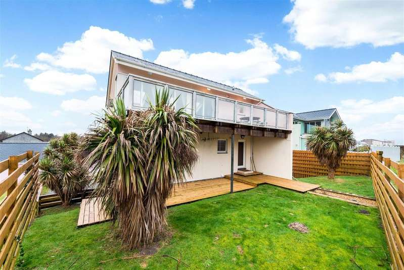 3 Bedrooms Detached House for sale in Innes Estate, Pwllheli