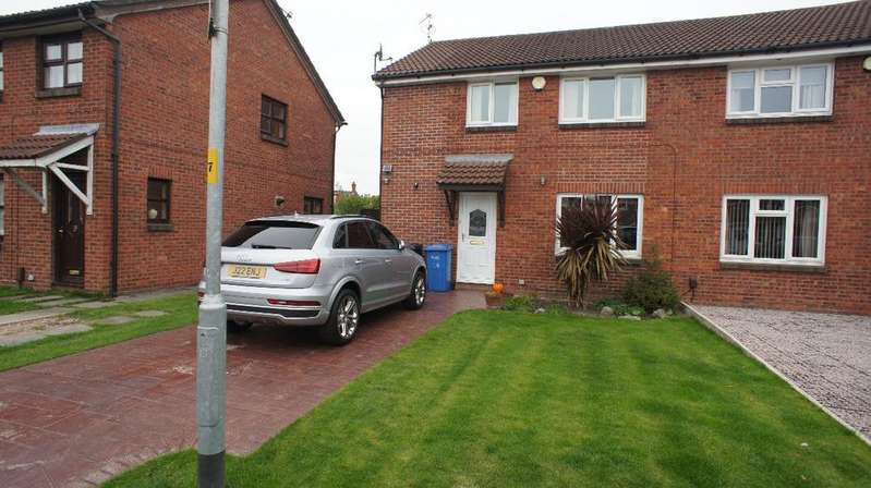 3 Bedrooms Semi Detached House for sale in St Bridgets Close, Warrington