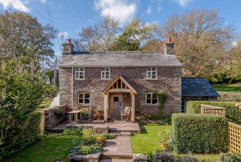 3 Bedrooms Detached House for sale in Longtown, Herefordshire - with views