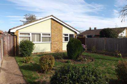 3 Bedrooms Bungalow for sale in Rookery Walk, Clifton, Shefford, Bedfordshire