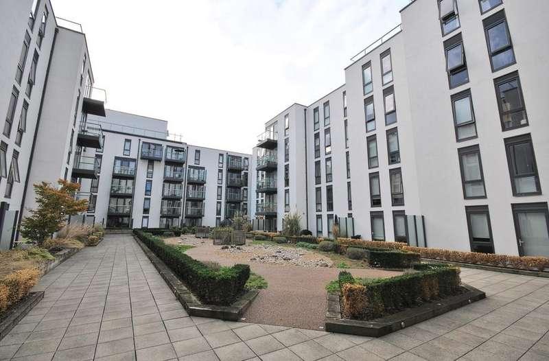 3 Bedrooms Flat for sale in Central Street Shoreditch EC1V