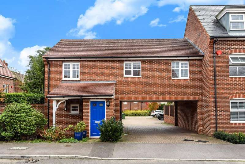 2 Bedrooms Flat for sale in Pigeon Grove, Bracknell, RG12