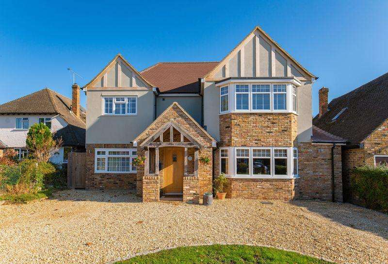 6 Bedrooms Detached House for sale in Mayflower Way, Farnham Common, Buckinghamshire SL2