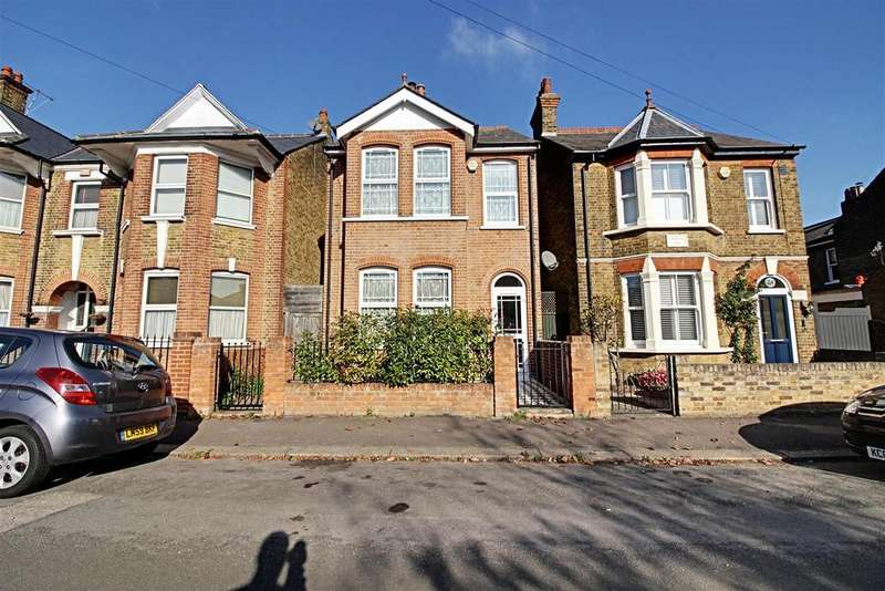 3 Bedrooms Detached House for sale in Albury Ride, Cheshunt