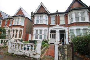 4 Bedrooms Semi Detached House for sale in Bargery Road, London