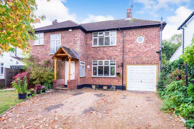 4 Bedrooms Detached House for sale in Woodham, Surrey