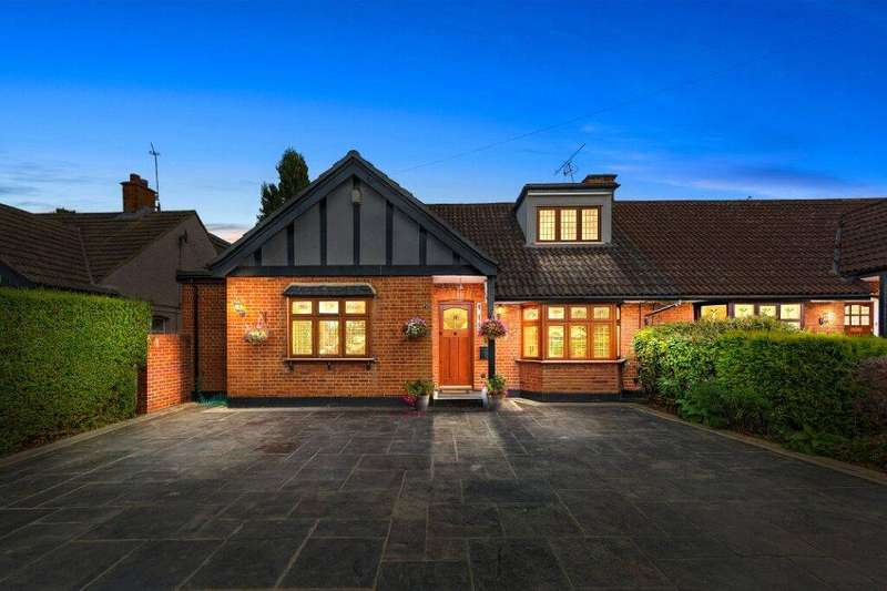 5 Bedrooms Chalet House for sale in New Place Gardens, Upminster, RM14