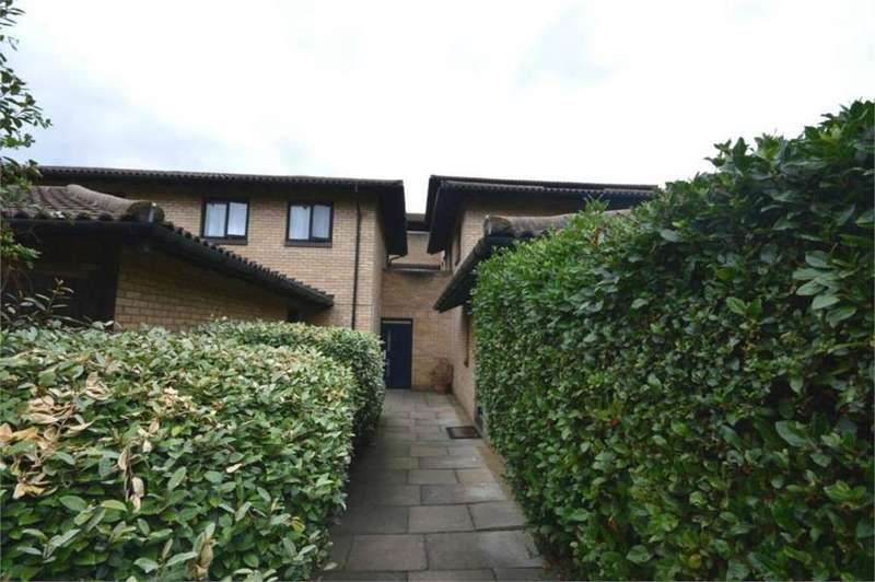 2 Bedrooms Flat for sale in Eastgate Close, Thamesmead