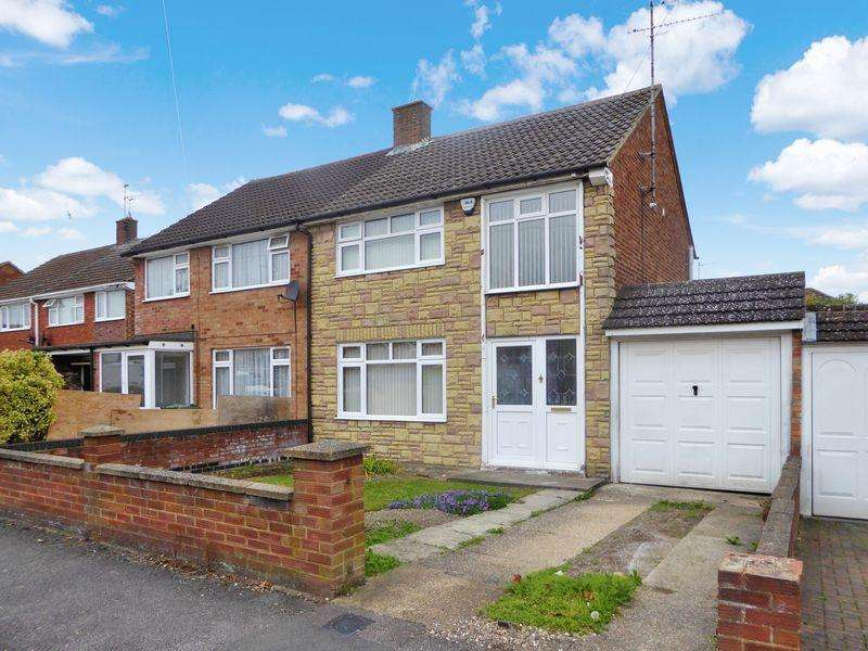 3 Bedrooms Semi Detached House for sale in Walgrave Road, Dunstable