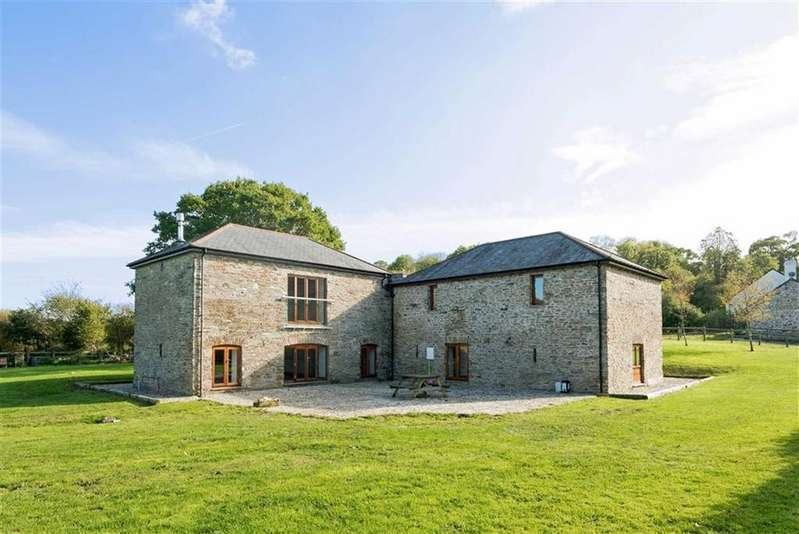 4 Bedrooms Detached House for sale in St Stephens, Launceston, Cornwall, PL15