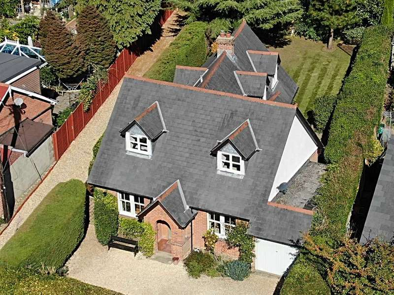 4 Bedrooms Detached House for sale in Hill Road, Oakley