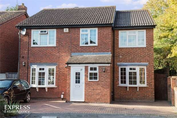 5 Bedrooms Detached House for sale in Rowlheys Place, West Drayton, Greater London