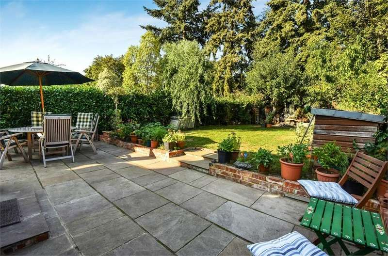 5 Bedrooms Detached House for sale in Manor Road, Farnborough, Hampshire