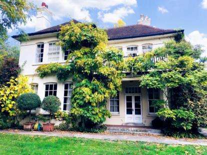 5 Bedrooms Detached House for sale in Ringwood, Hampshire