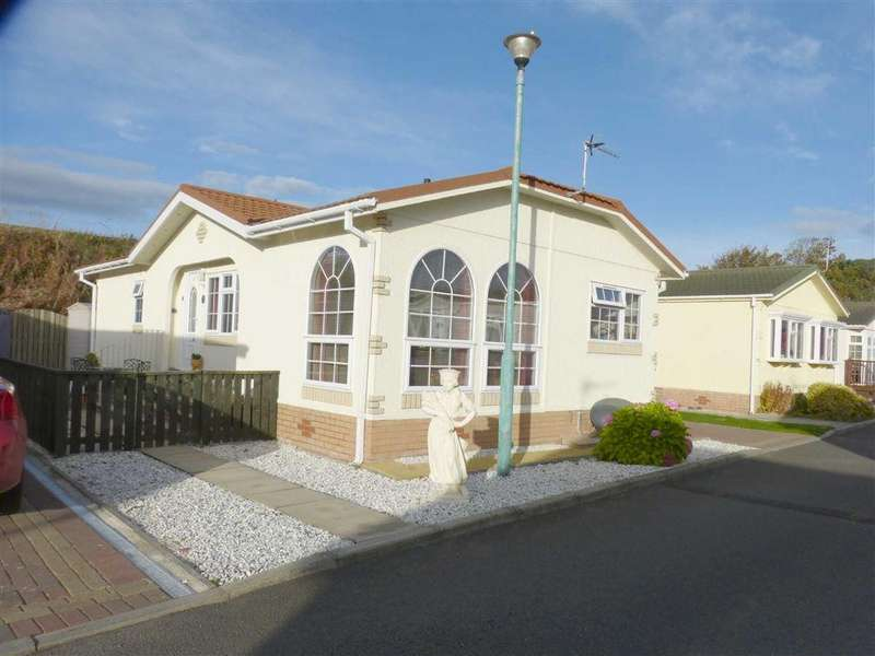 2 Bedrooms Bungalow for sale in Rosebank Park Homes, Leuchars, Fife