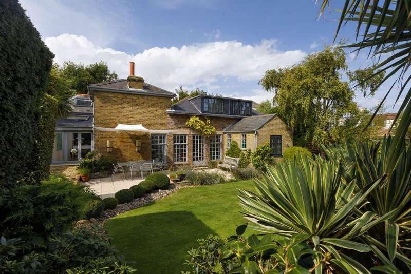 3 Bedrooms Detached House for sale in Walmer Castle Road, Walmer