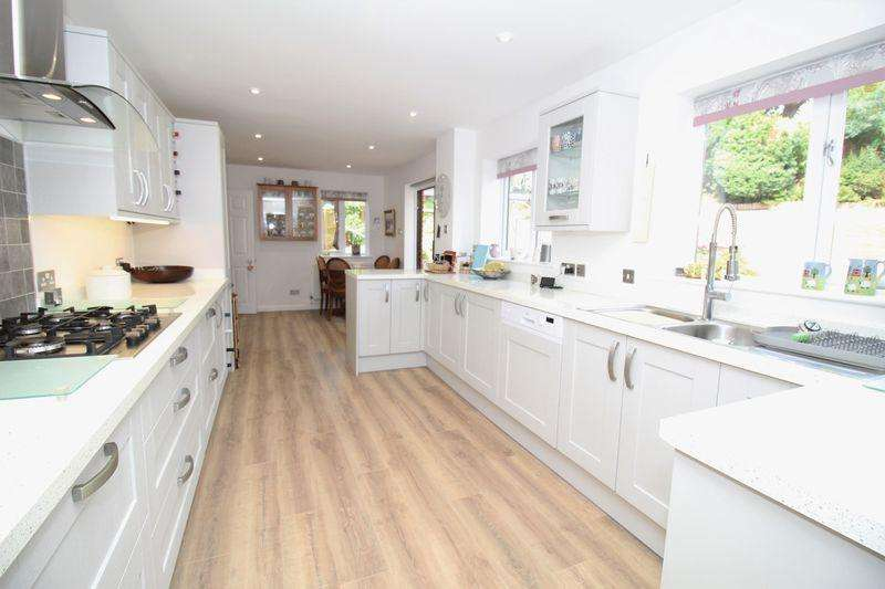 4 Bedrooms Detached House for sale in Tregarn Close, Langstone, Newport
