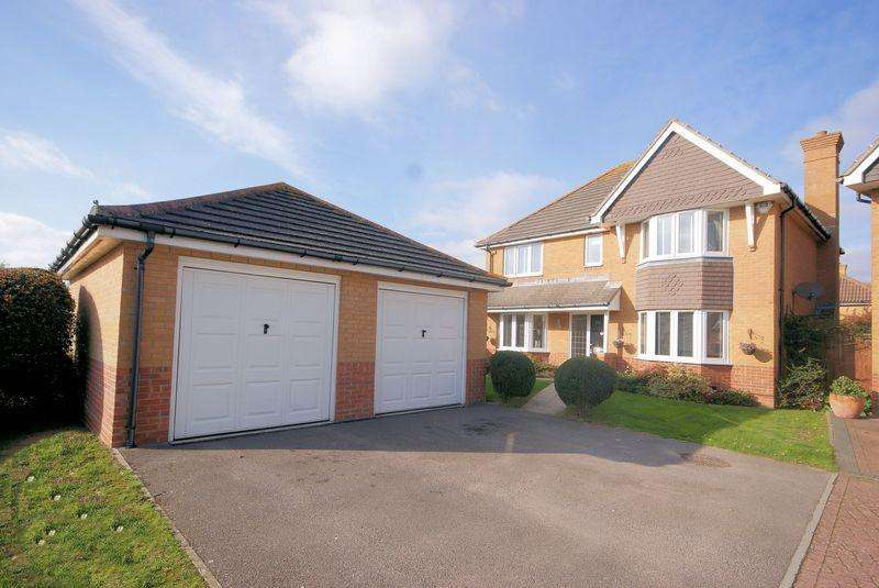 4 Bedrooms Detached House for sale in Longdon Drive, Lee-On-The-Solent