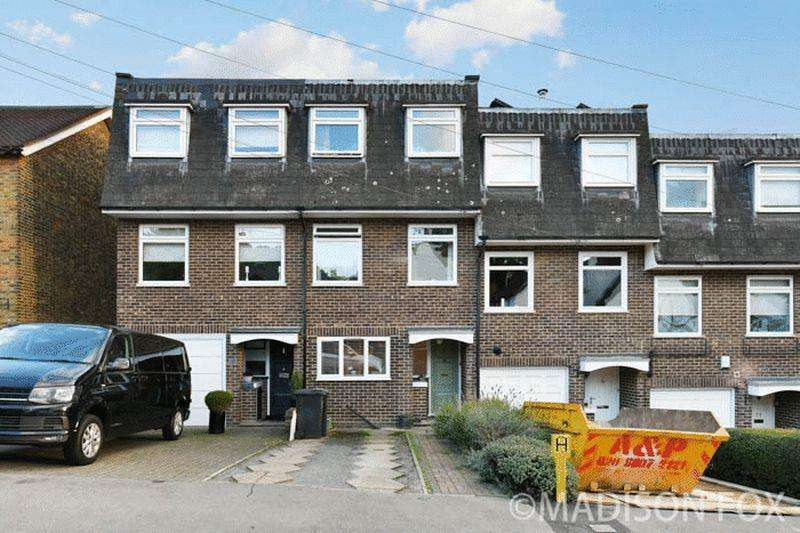 4 Bedrooms Terraced House for sale in Queens Road, Loughton, IG10
