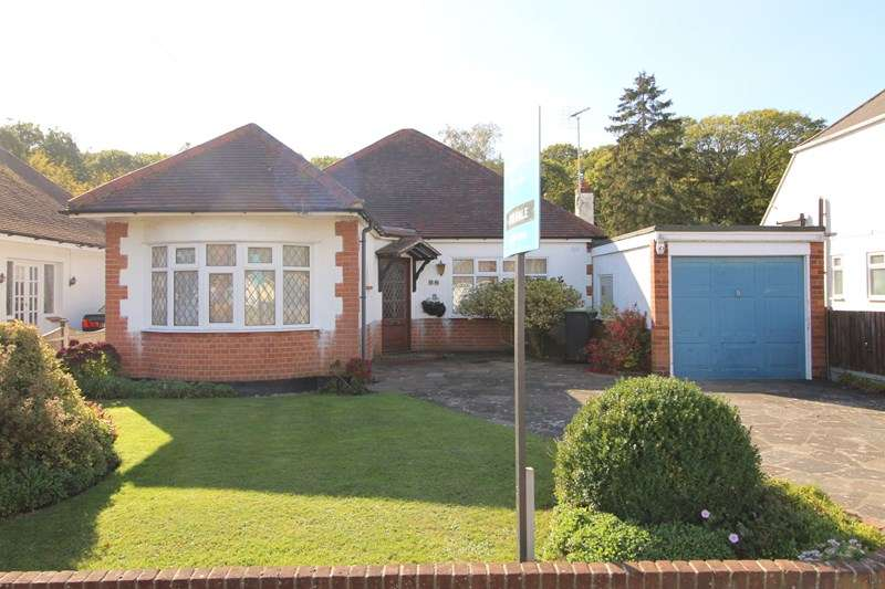 4 Bedrooms Detached Bungalow for sale in Woodside, Leigh-On-Sea