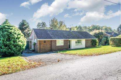 3 Bedrooms Bungalow for sale in Crampmoor, Romsey, Hampshire
