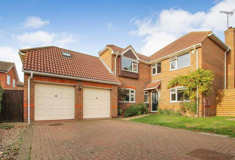5 Bedrooms Detached House for sale in FIVE BEDROOM DETACHED EXECUTIVE HOME - VILLAGE LOCATION