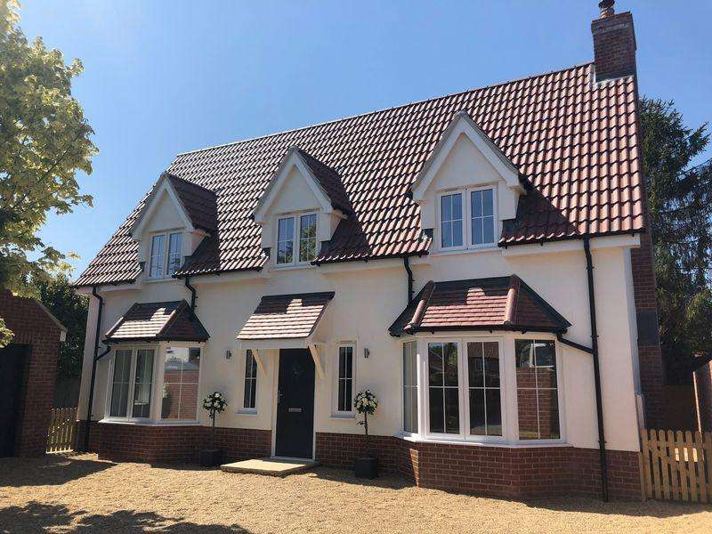 4 Bedrooms Detached House for sale in London Road, Capel St Mary, Ipswich