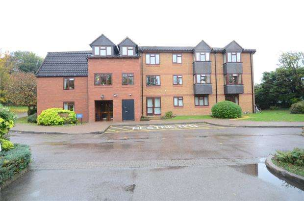 2 Bedrooms Apartment Flat for sale in Crescent Dale, Shoppenhangers Road, Maidenhead