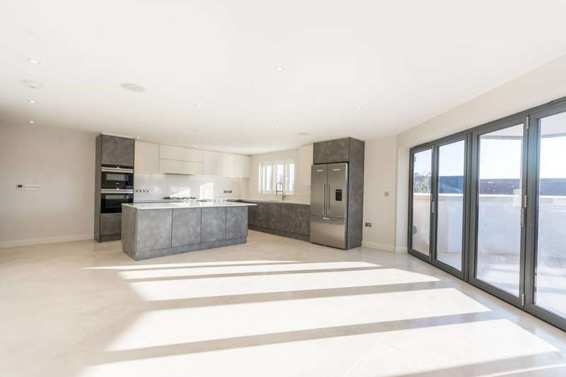 3 Bedrooms Flat for sale in Elysium Court, Enfield, EN2