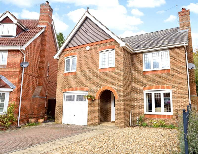 4 Bedrooms Detached House for sale in Kingsley Square, Fleet, GU51