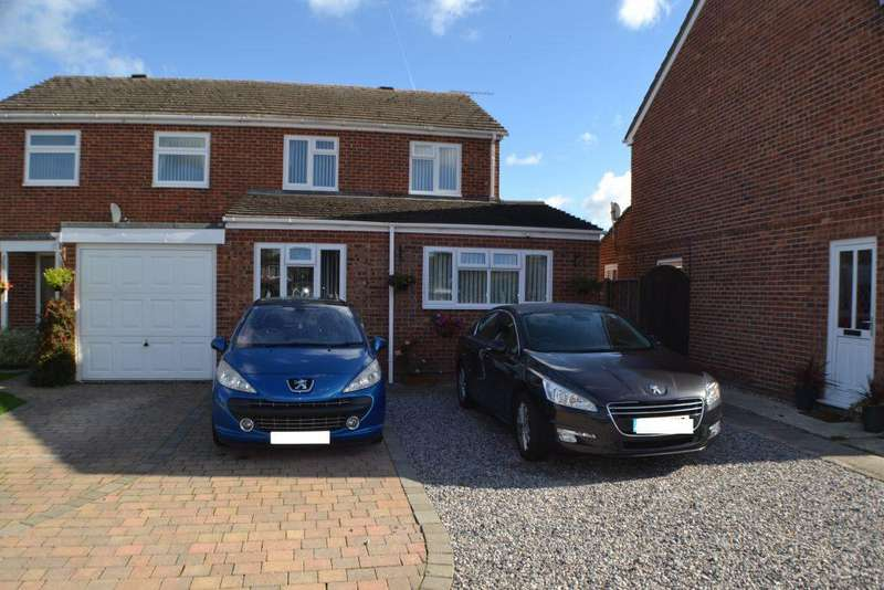 4 Bedrooms Semi Detached House for sale in Ilkley Way Thatcham