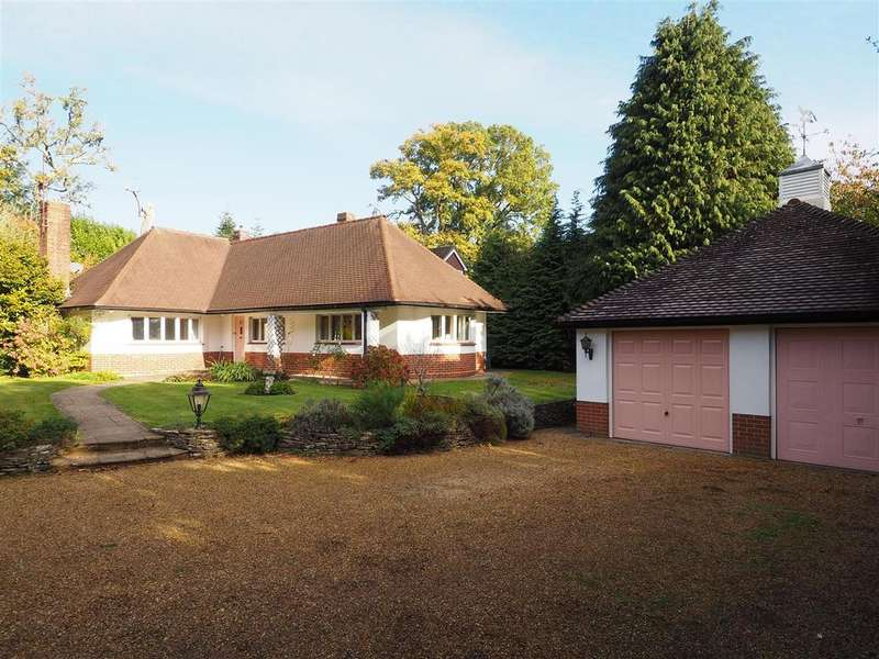 4 Bedrooms Detached Bungalow for sale in London Road, Petersfield