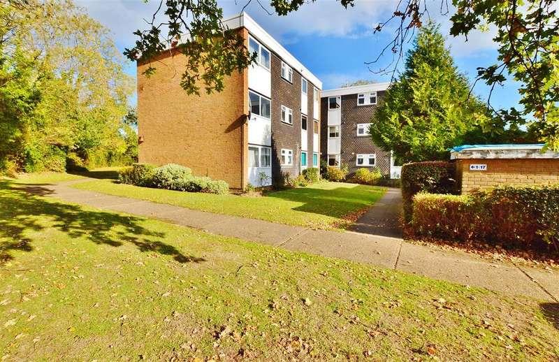 3 Bedrooms Flat for sale in West End Lane, Stoke Poges, Slough