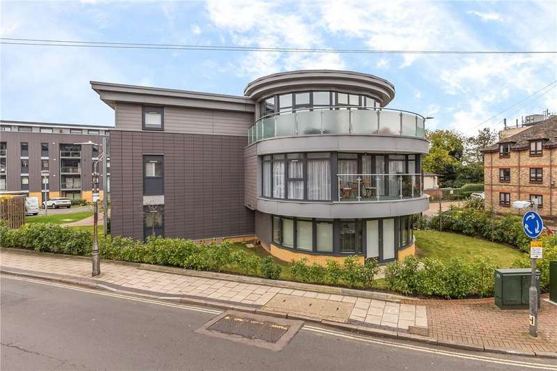 2 Bedrooms Flat for sale in The Apex, St Albans