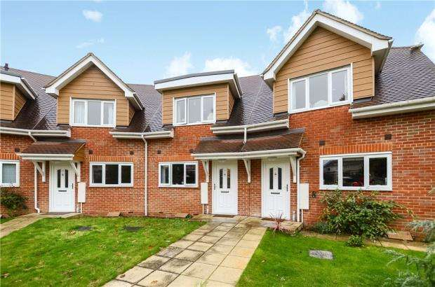 3 Bedrooms Terraced House for sale in Evesham Road, Emmer Green, Reading