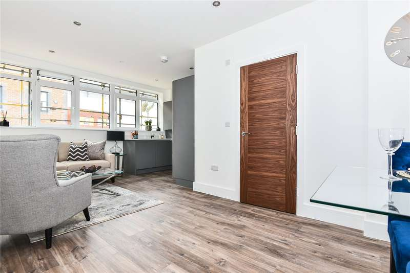 2 Bedrooms Apartment Flat for sale in Bridge Street, High Wycombe, Buckinghamshire, HP11