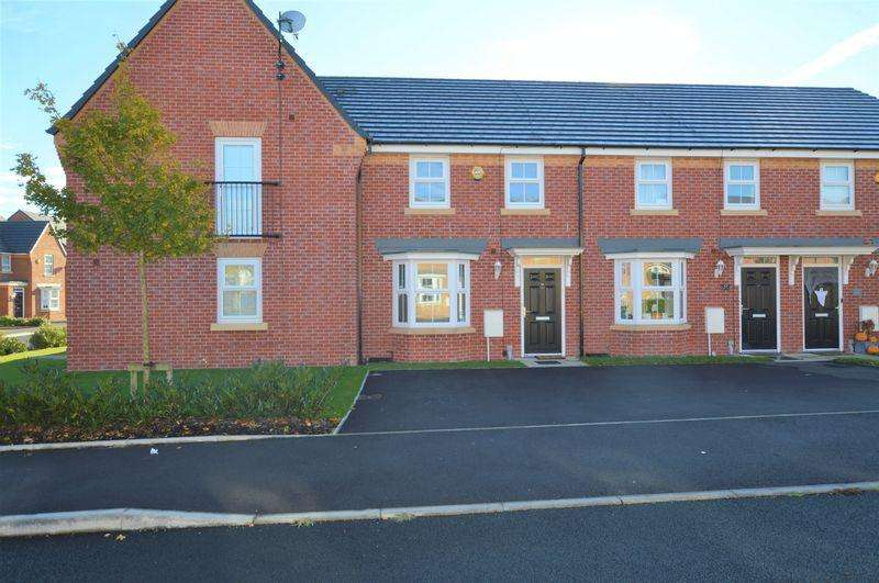3 Bedrooms Semi Detached House for sale in Jones Way, Rochdale