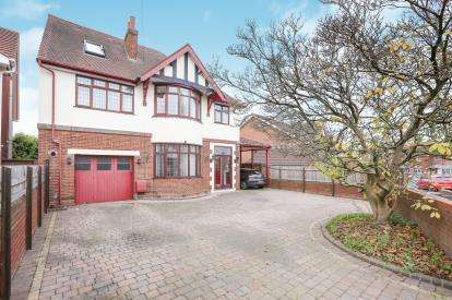 6 Bedrooms Detached House for sale in Pooles Lane, Willenhall, West Midlands