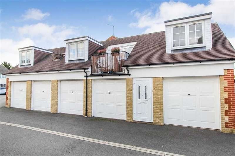 2 Bedrooms Flat for sale in Masons Court, Slough, Berkshire