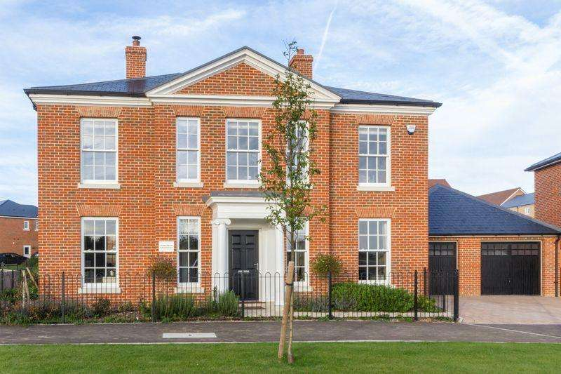 5 Bedrooms Detached House for sale in Kestrel Grove, Whitfield