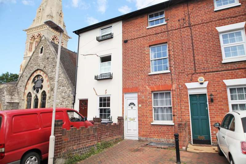3 Bedrooms Terraced House for rent in St. Johns Road, Reading, Berkshire, RG1